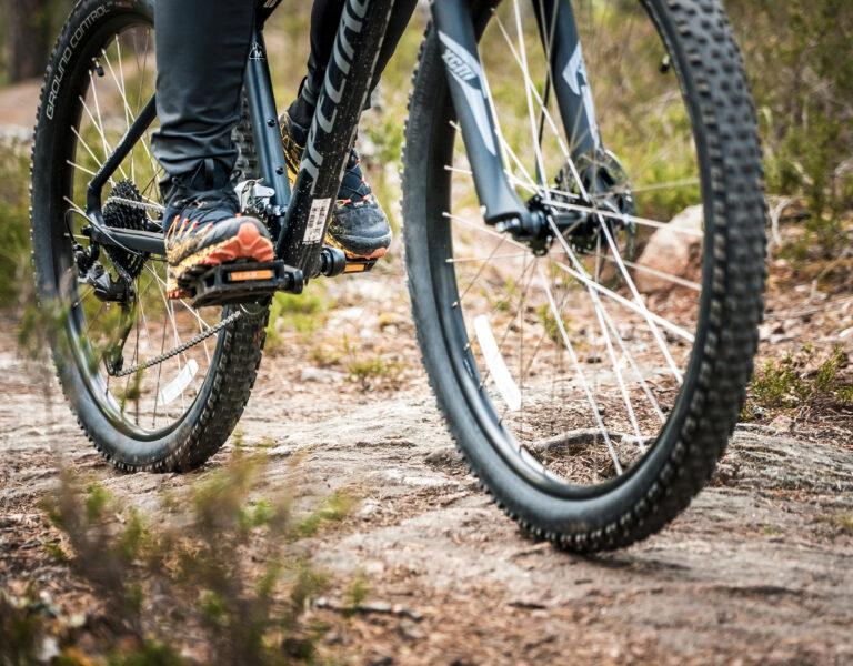 cykeldäck och bergshäll